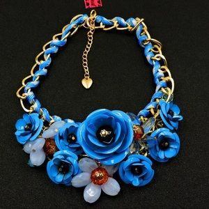 NWT✨ Betsey Johnson Blue Flower Collar Necklace